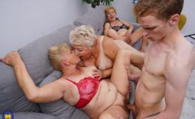 Szczupły chłopaczyna posuwa trzy babcie