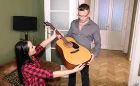 Zamiast gitary weź lepiej mojego małego