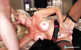 64-letnia aktorka porno w akcji