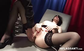 Diaboliczny master bawi się niewolnicą