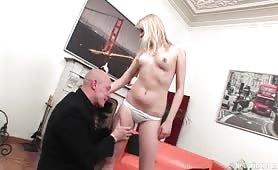 Analna randka z blondynką
