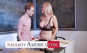 Pani profesor daje chłopcu lekcję rżnięcia