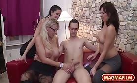 Trzy Niemki robią chłopakowi dobrze - Lana Vegas, Melina Pure, Texas Patti