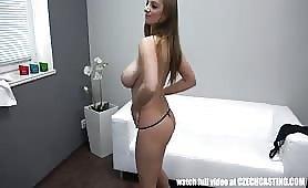 Piersiaste dziewczyny zawsze pożądane w porno biznesie
