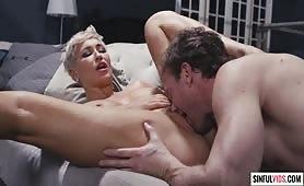 Namiętny seks przysłania mu oczy