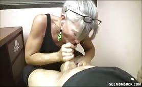 60-letnia sekretarka robi dobrze swojemu kierownikowi