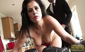Dostała kilka klapsów, policzków, chuja w dupę i spermę na twarz