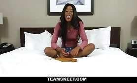 W hotelu z młodą czarną dupcią