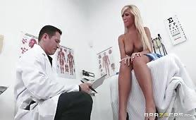 Gorąca blondi u lekarza