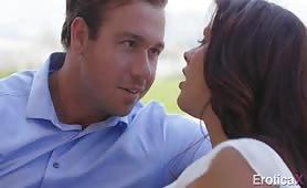 Patrzy jej w oczy i myśli tylko o tym jak ją zerżnąć - Chad White, Keisha Grey