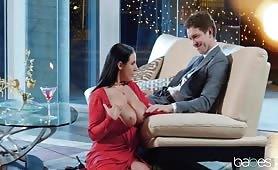 Romantyczny wieczór z cycatą kochanką, która lubi seks analny