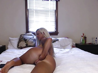 Blonde PAWG fists herself