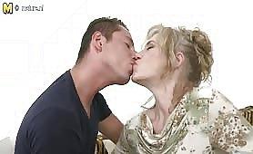 Lizanko i sex ze starszą panią