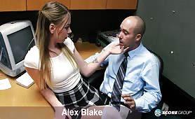 Osiemnastoletnia Alex Blake chce żeby ją zerżnąć